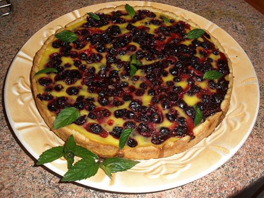 Фруктовий пиріг з чорницею і малиною