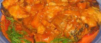 Хек тушкований в томаті