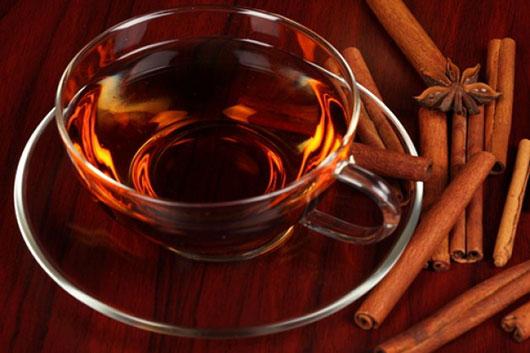 Чай медовий з корицею