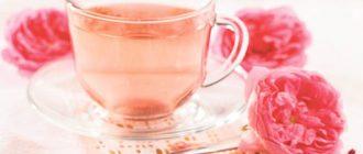 Чай з м'ятою і пелюстками троянд