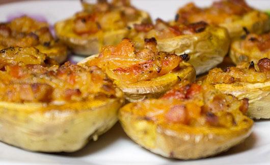 Картопля,  фарширована м'ясом і грибами