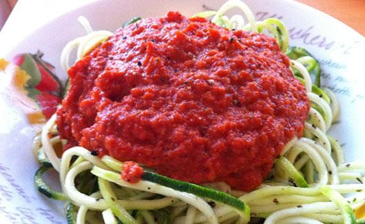 Паста з соусом цукіні і в'яленими помідорами