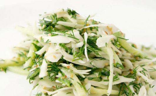 Салат з капусти з зеленню