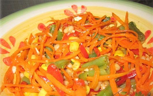 """Салат з квасолі, моркви і перцю """"Чарівні боби"""""""