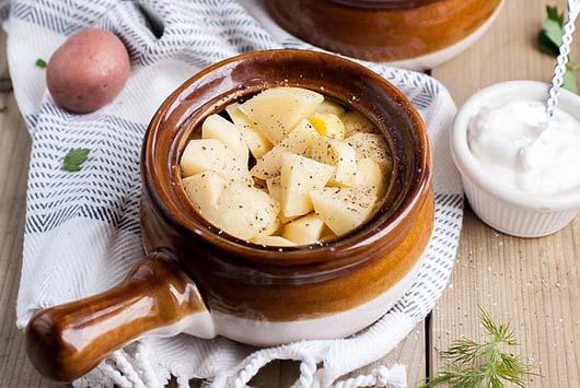 Картопля з м'ясом в горщиках в духовці