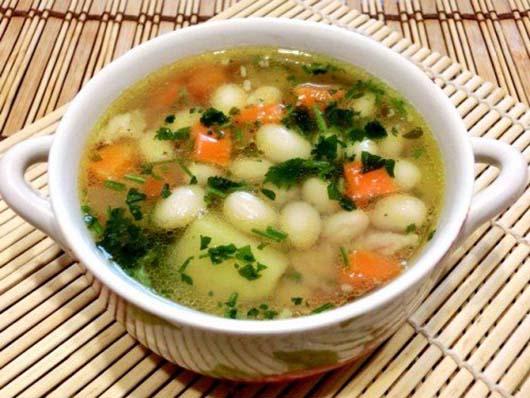 Суп з квасолею